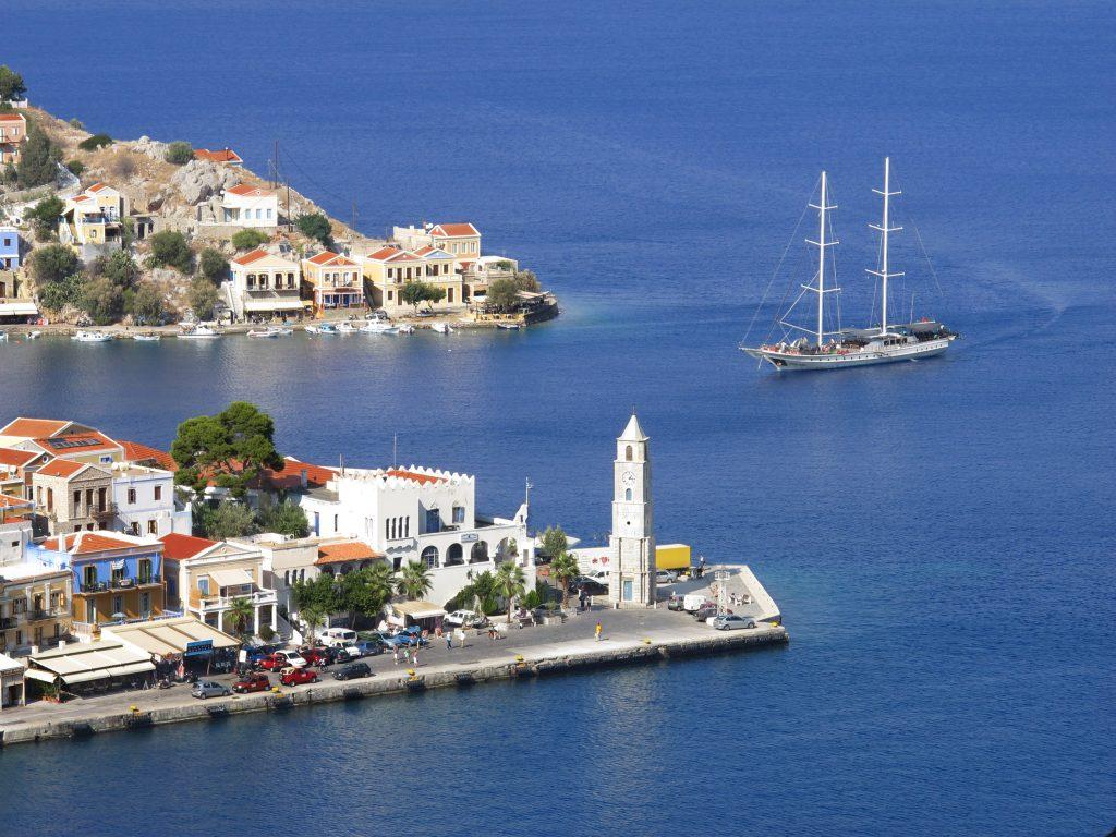 Маленький рыбацкий островок Сими в Греции