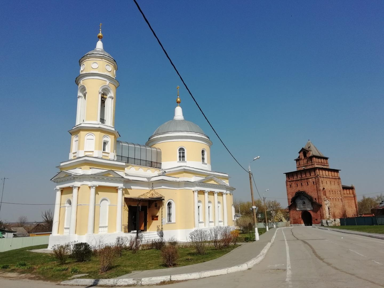 Пятн.ворота и церковь