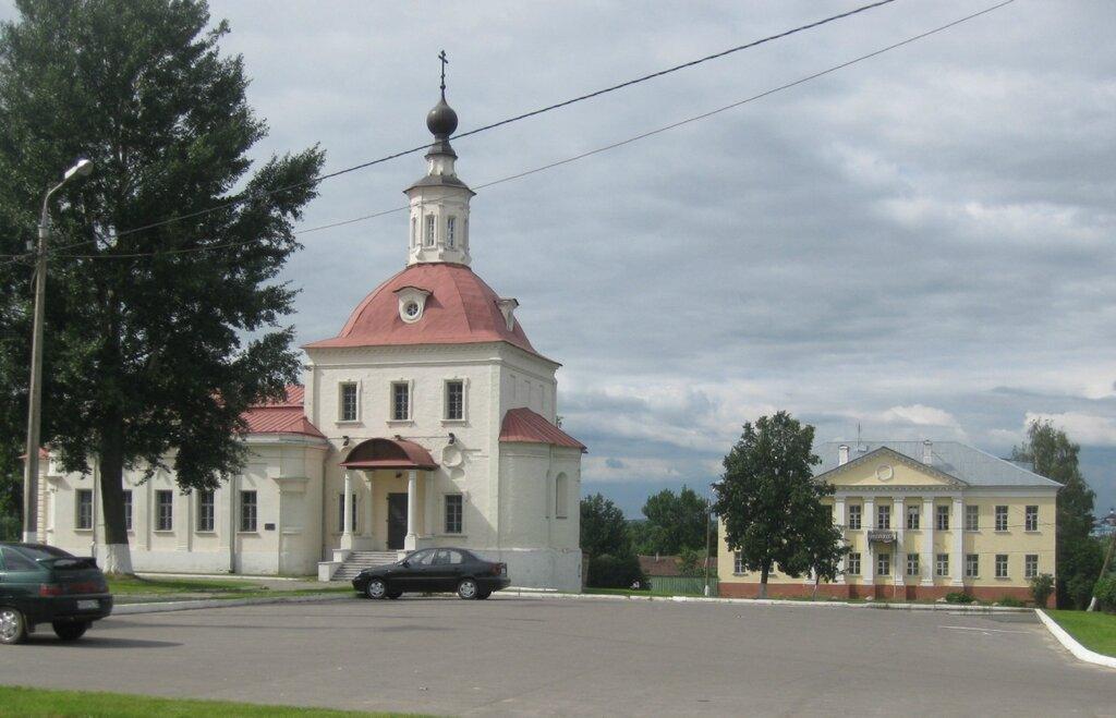 Воскр. церковь и дом за ней